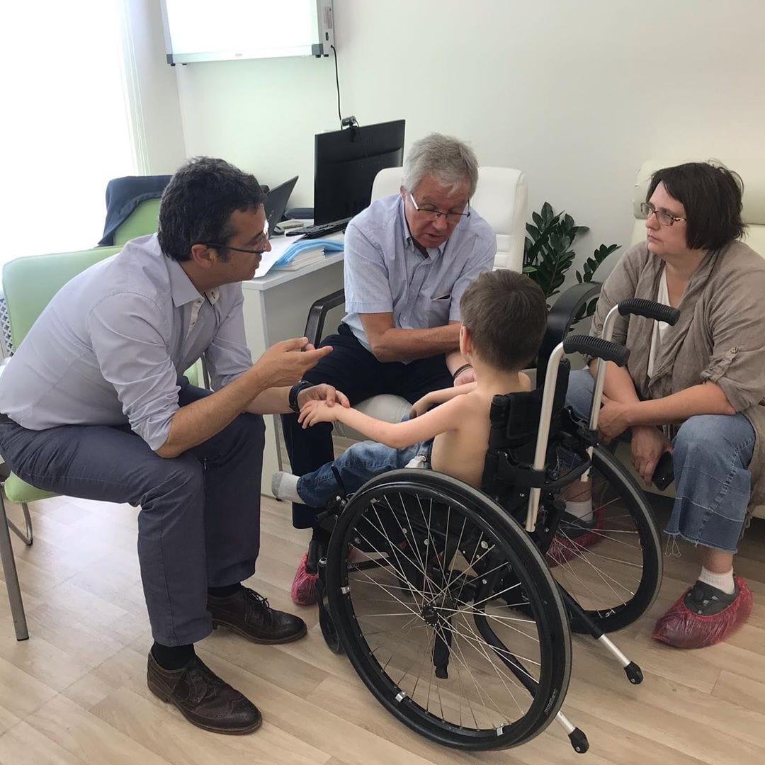 Испанские хирурги осмотрели пациентов в Москве