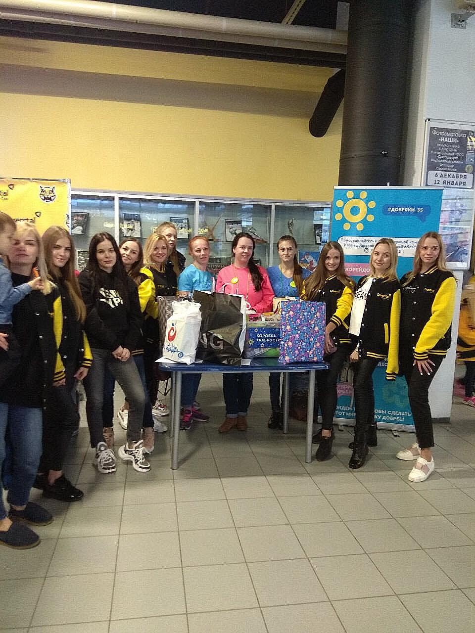 Хоккеисты собирают игрушки для пациентов детской больницы