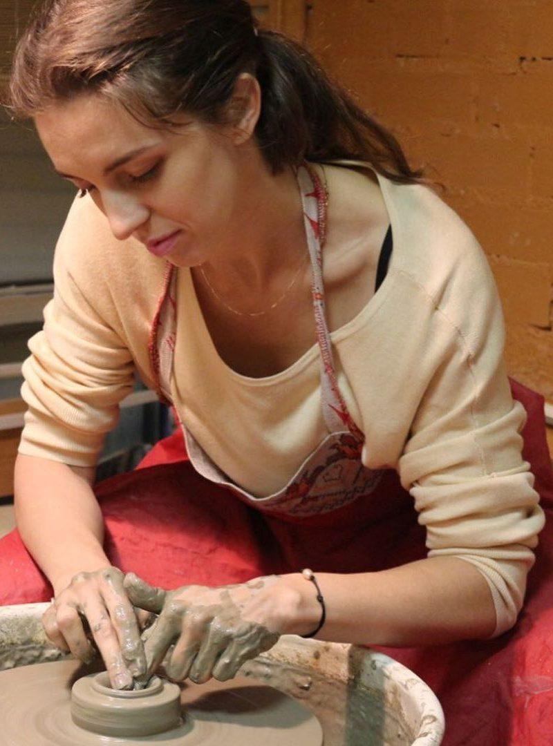В Петербурге мамы особенных детей попробовали себя в гончарном ремесле