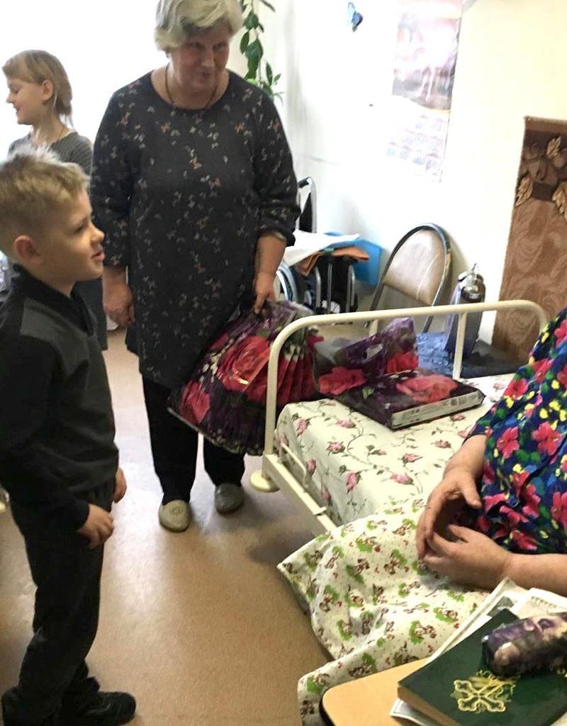 Добряки Калуги навестили постояльцев дома престарелых и инвалидов