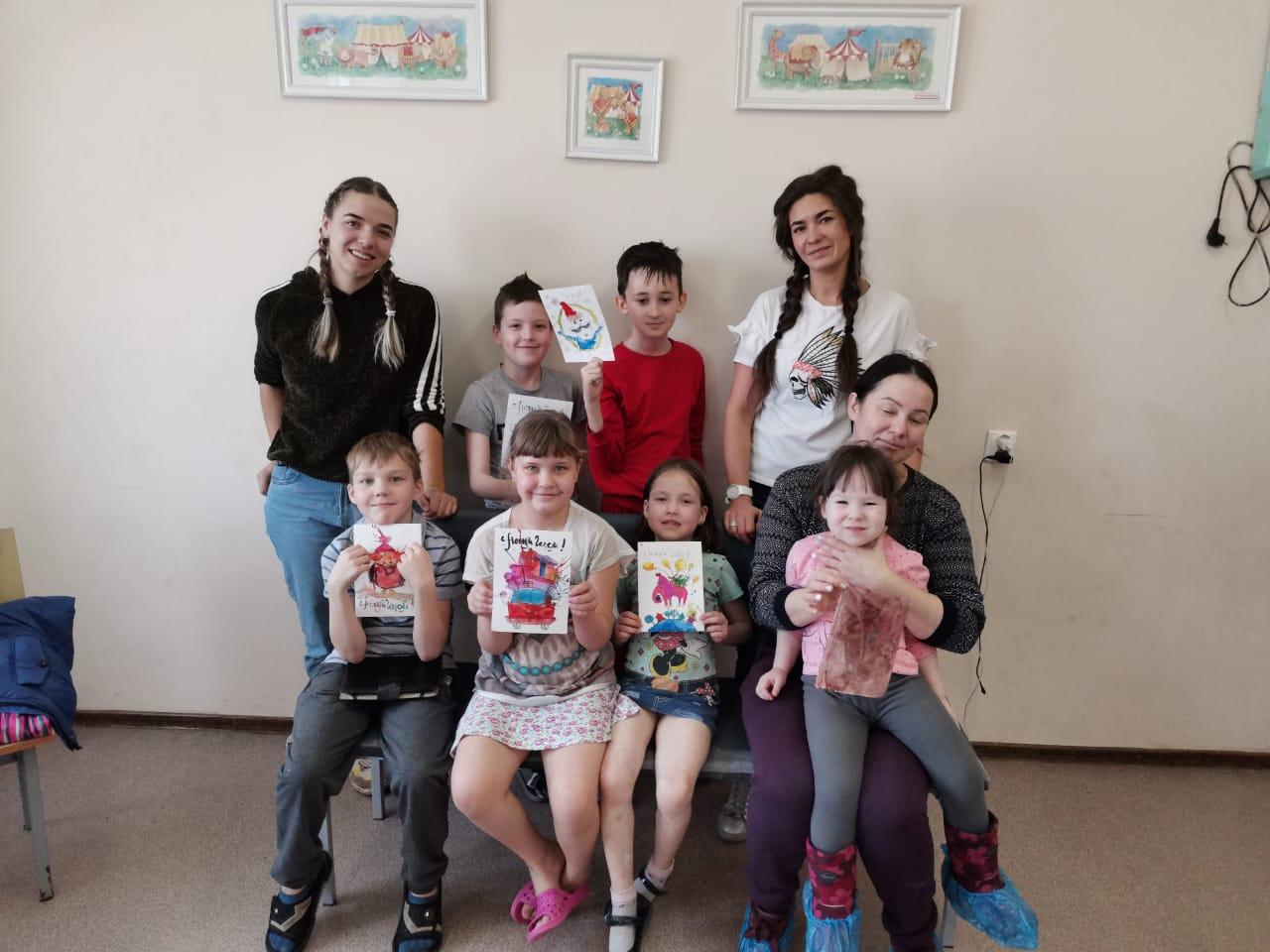 Добряки Челябинска вместе с детьми сделали добрые открытки