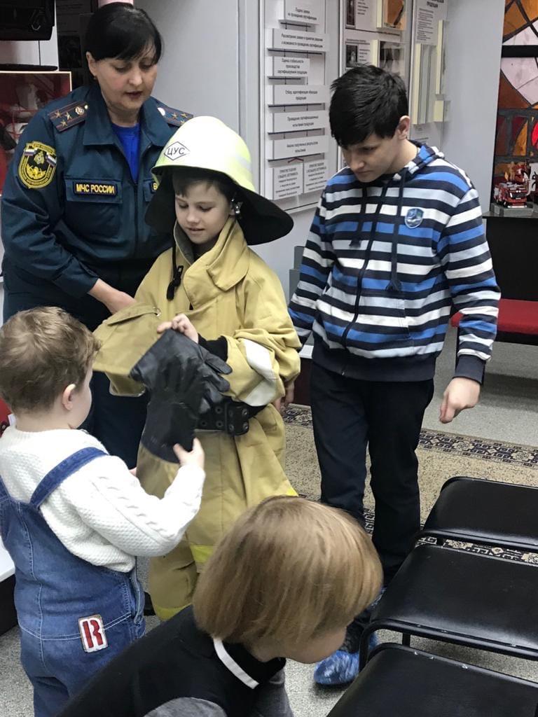 Особенные дети Краснодара посетили пожарно-техническую выставку