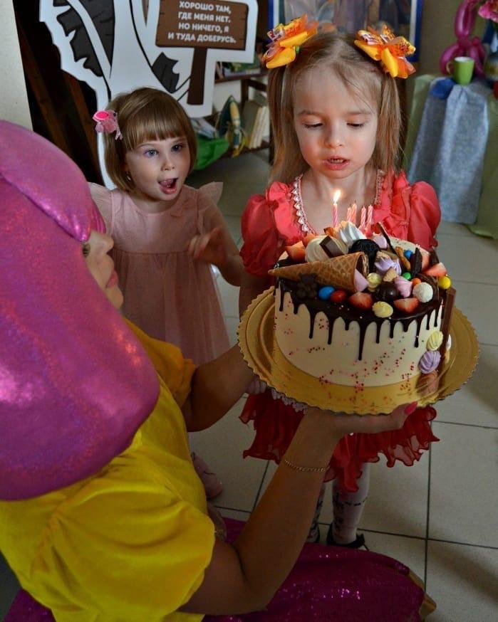 Добряки Омска провели день именинника для особенных детей