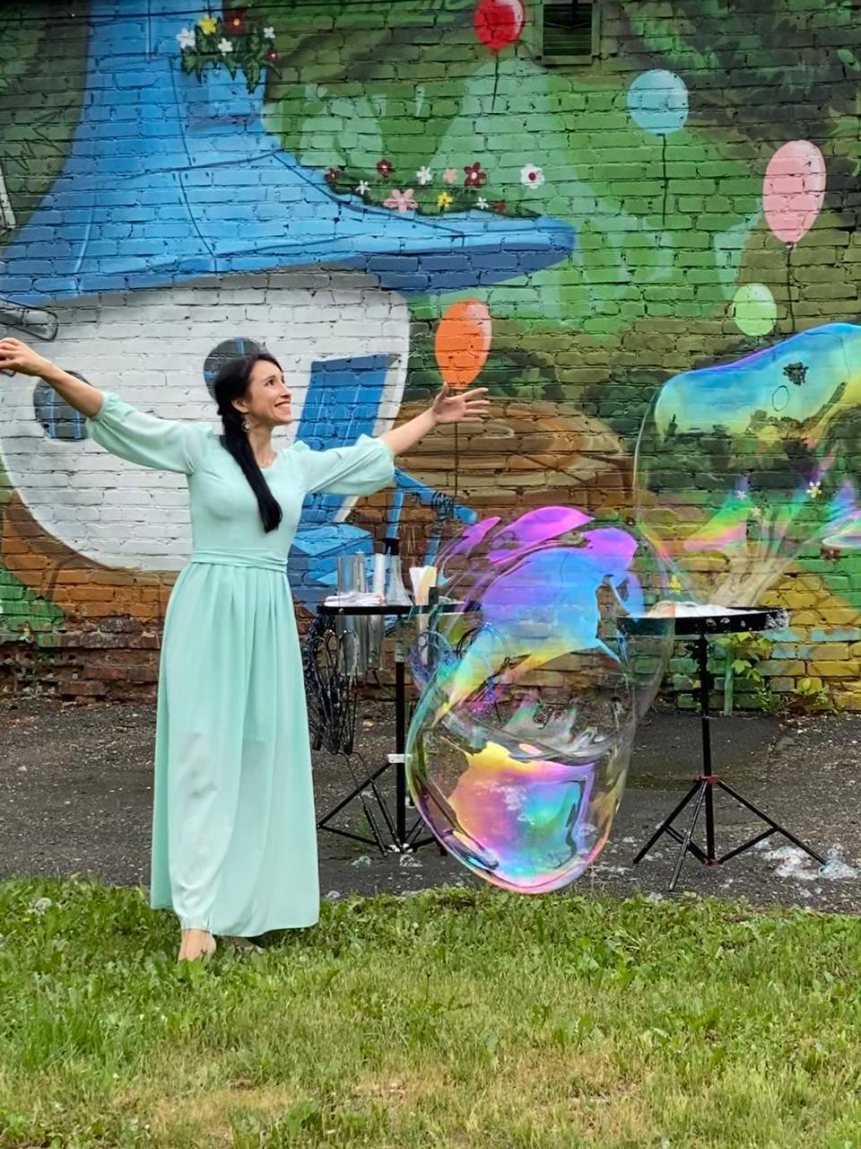 Добряки Новокузнецка поздравили детей с праздником