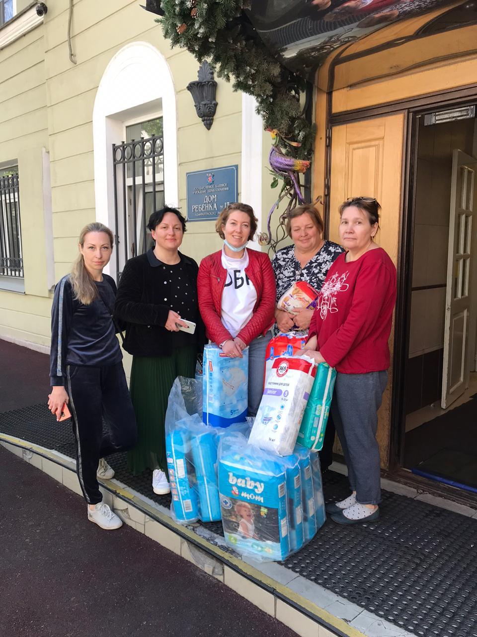 Добряки Петербурга собрали средства гигиены для малышей-отказников