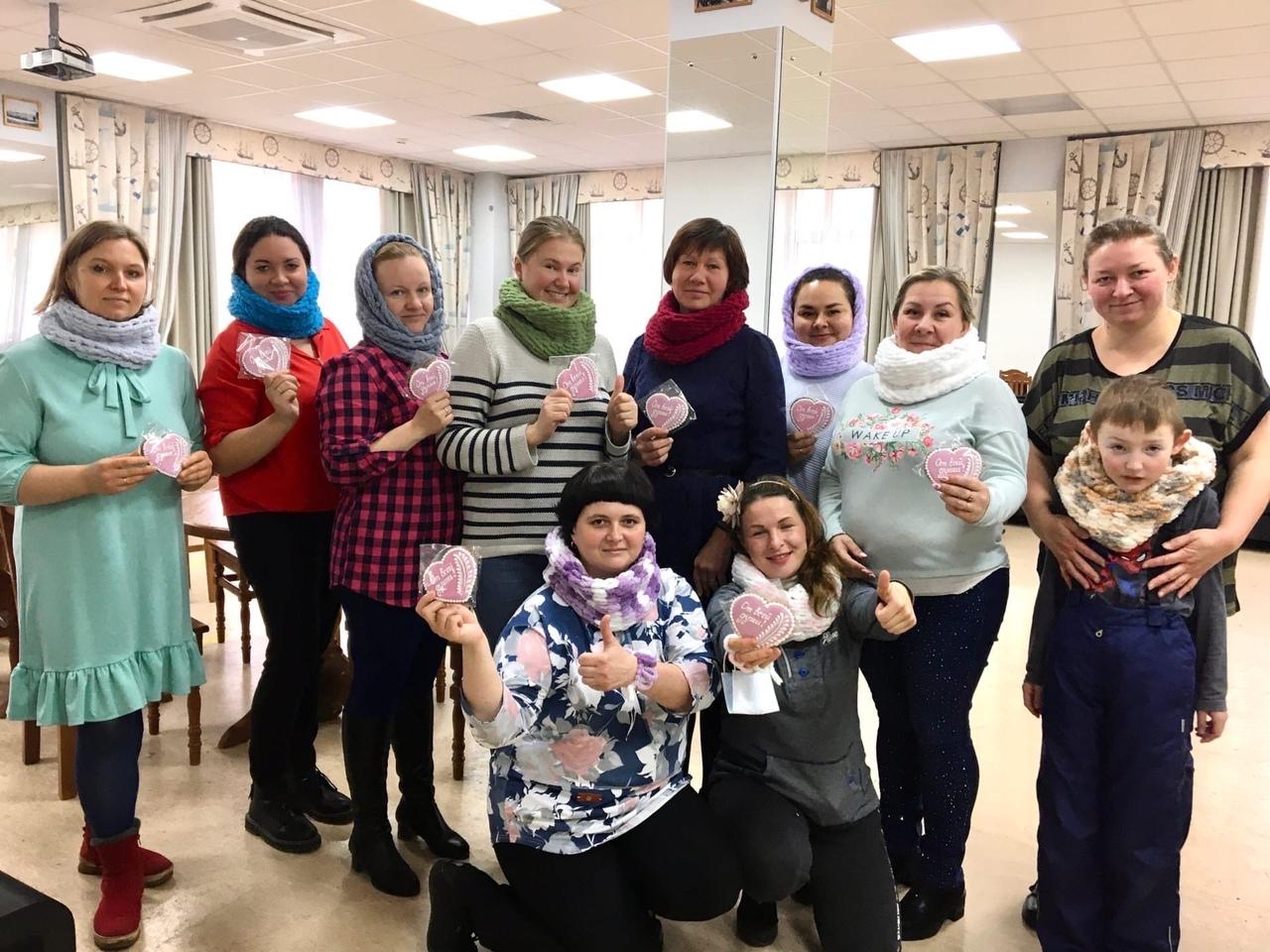 Добряки Архангельска провели мастер-класс по вязанию для особенных мам