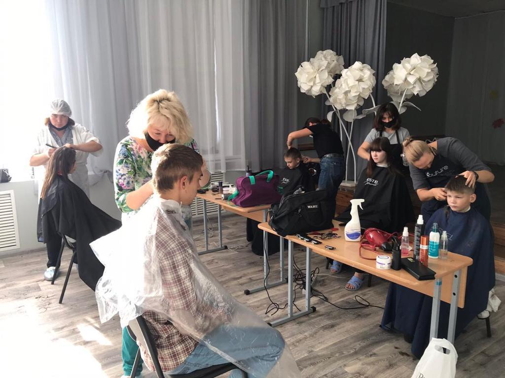 Добряки Ульяновска провели день красоты для детей из детского дома