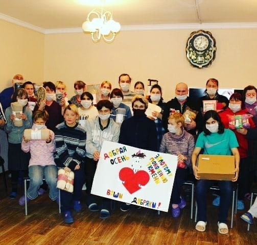 Добряки Тюмени порадовали подарками жителей дома престарелых