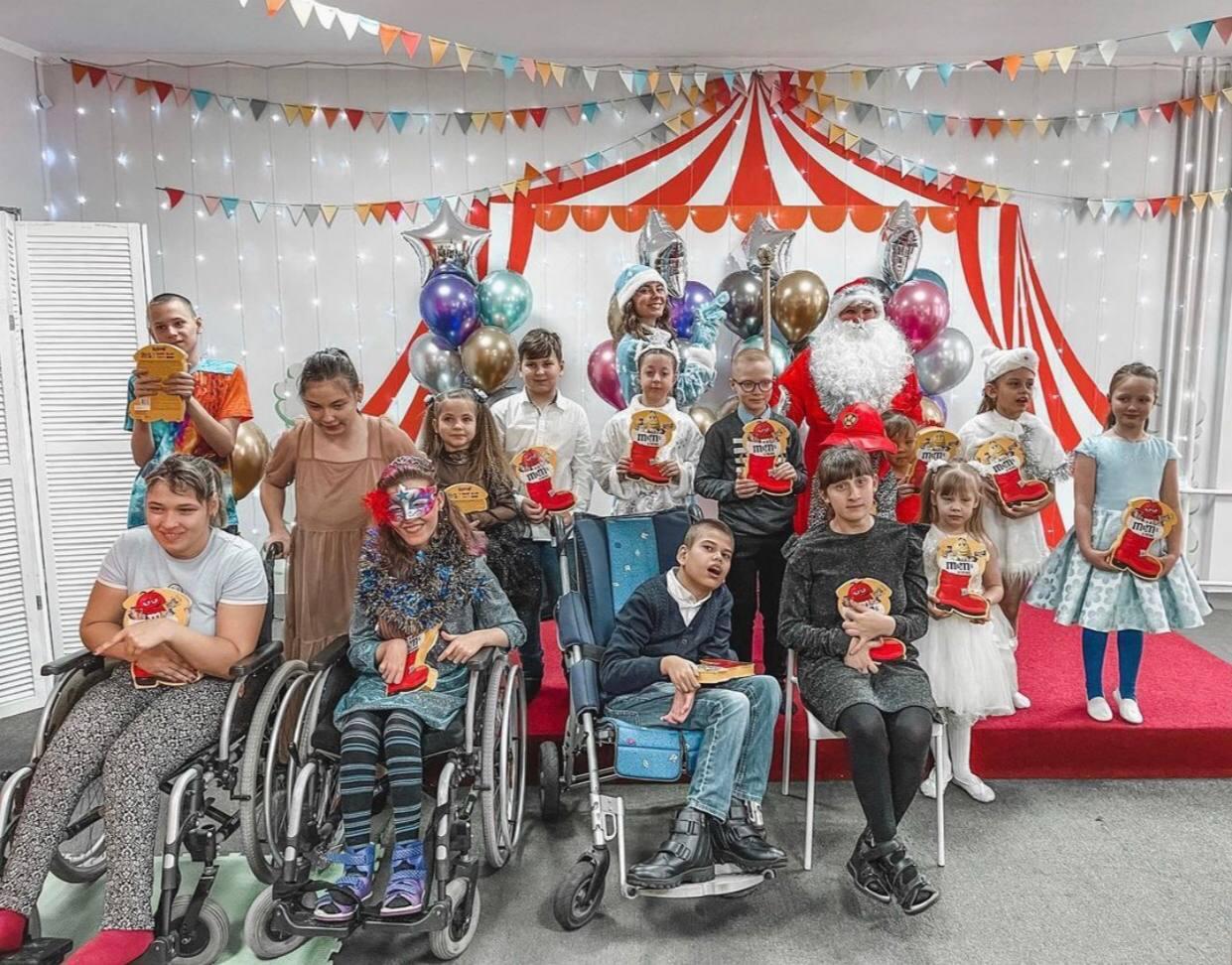 Добряки Новокузнецка провели новогодний  утренник для особенных детей