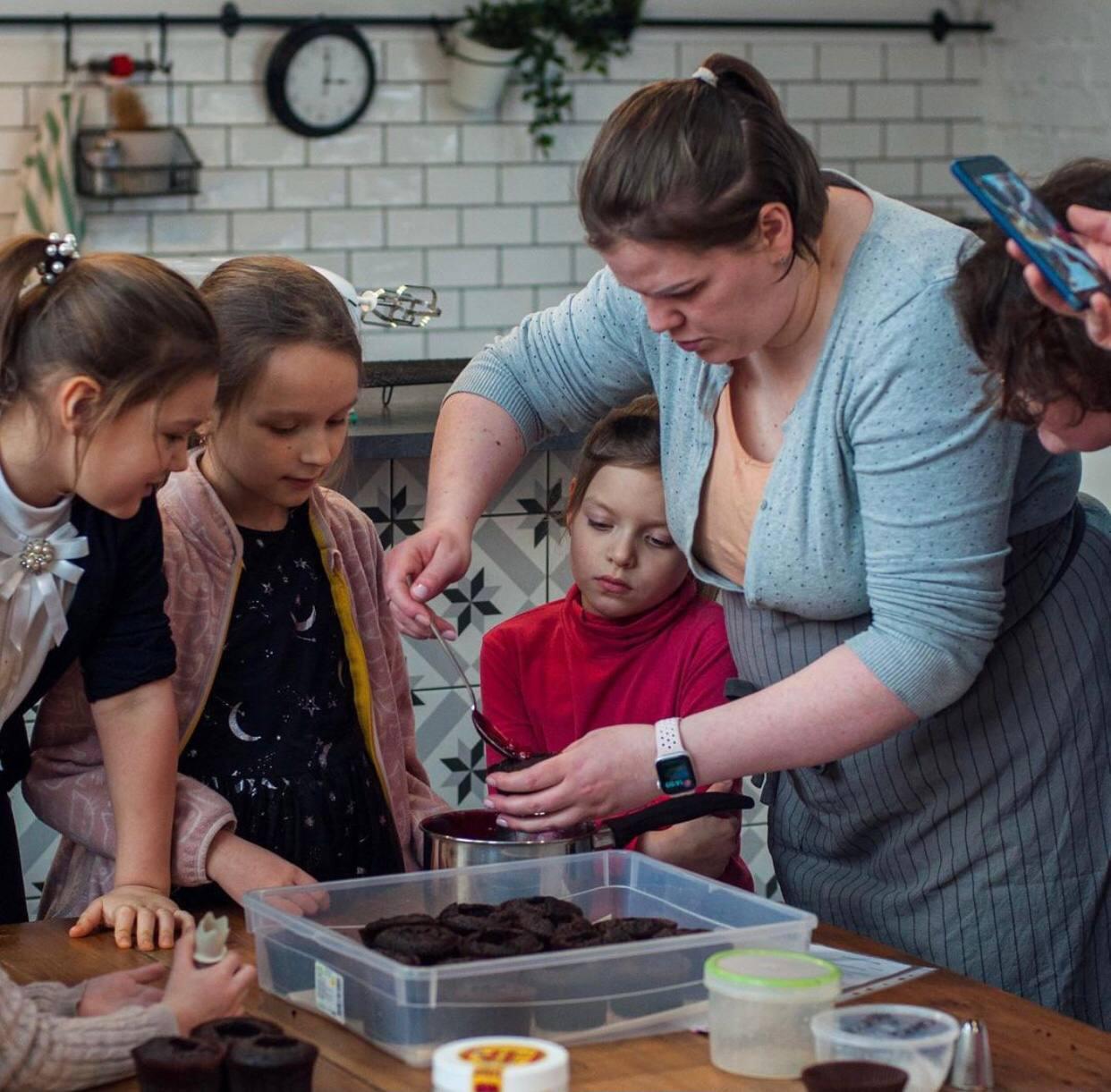 Кондитеры Москвы провели кулинарный мастер-класс для подопечных