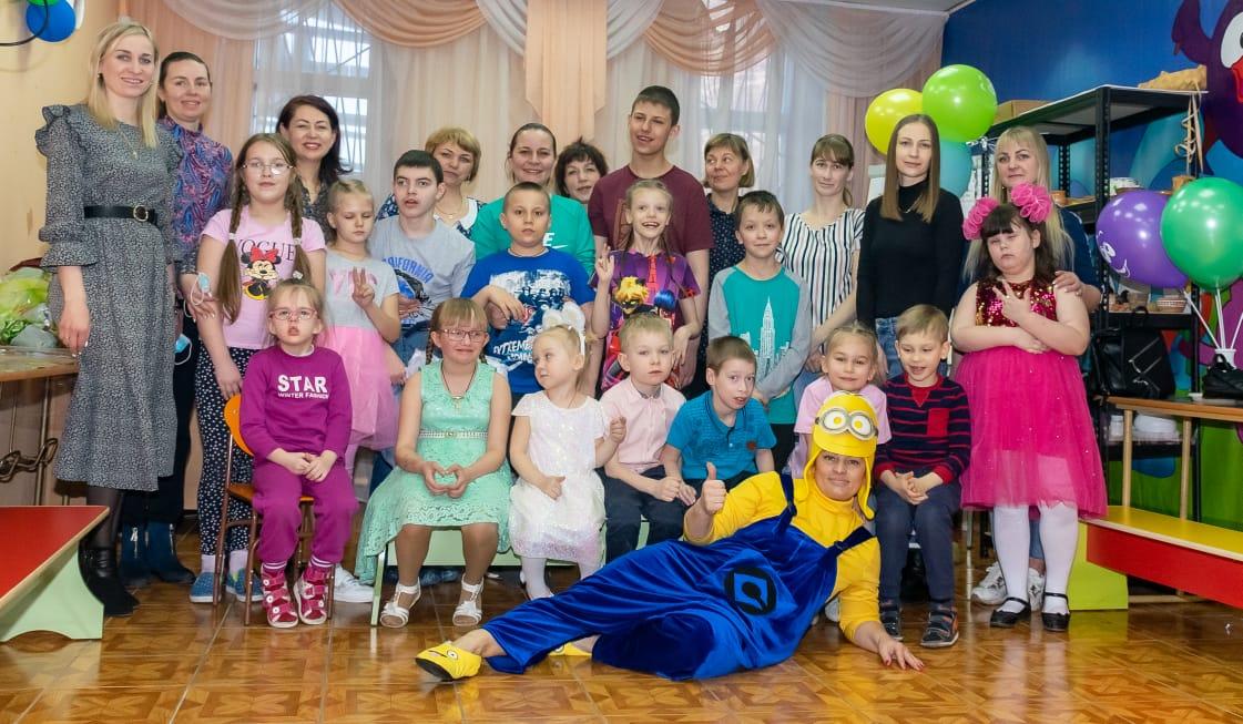 Добряки Вельска провели праздник для особенных детей