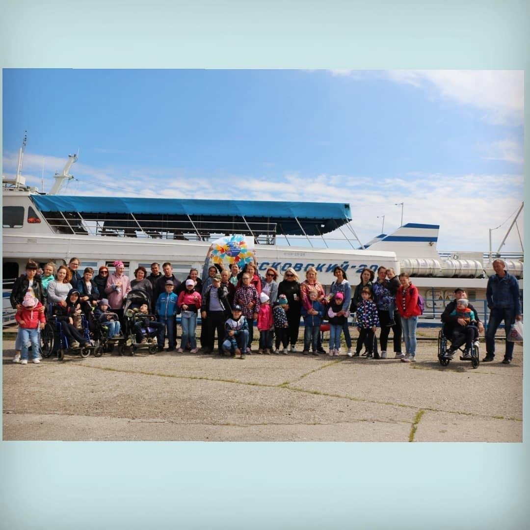 Волонтеры Ульяновска устроили речную прогулку на теплоходе для особенных деток