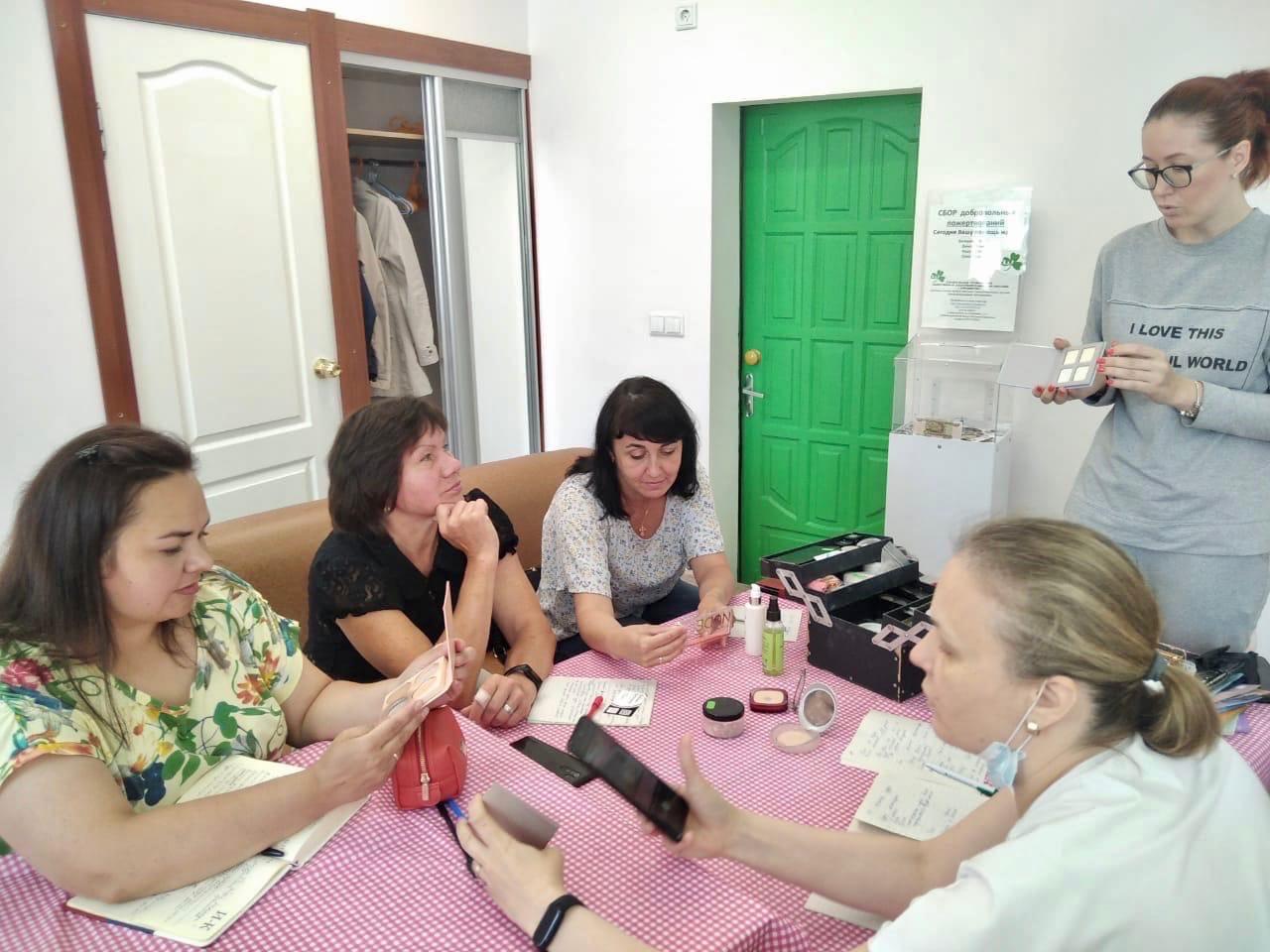 В Архангельске прошёл бьюти-завтрак для особенных мам